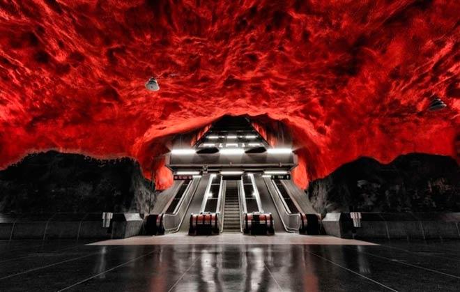 Станция метро «Родхусет» – Стокгольм, Швеция