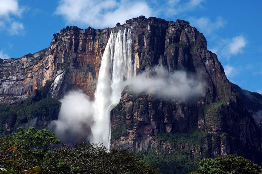 Райский водопад (Paradise Falls) в «Вверх»: Анхель (Angel Falls), Венесуэла