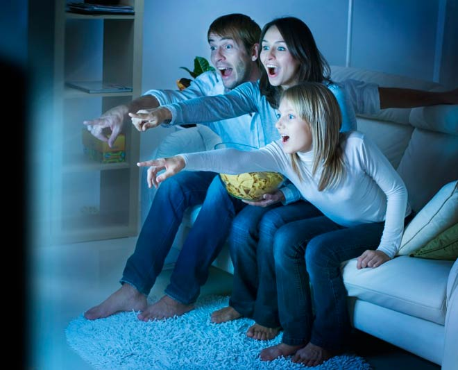 Мы смотрели телевизор всей семьей