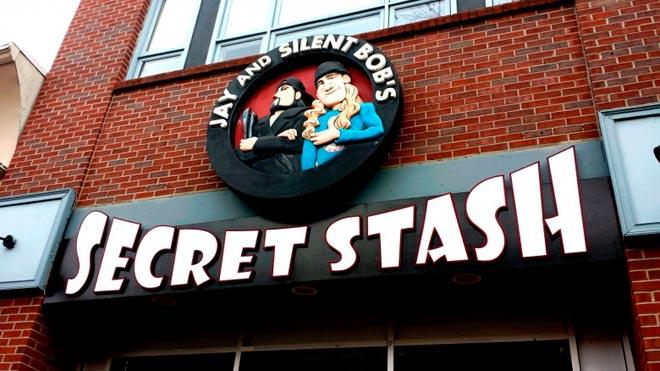 Кевин Смит владеет магазином комиксов