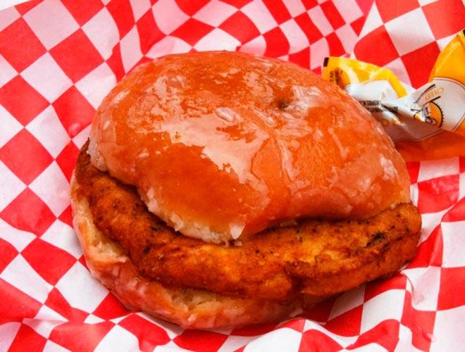 Сэндвич с цыпленком Krispy Kreme
