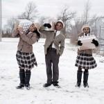 В городе Флинт, штат Мичиган, сёстры Джулия и Индия с братом Антонио получили в пожарной станции суточную норму бутилированной воды.