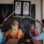 Обследование зрения у жителей региона Сундарбан в Индии. В этой стране проблемы со зрением у более восьми миллионов людей.