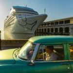 Американский круизный корабль в бухте Гаваны.