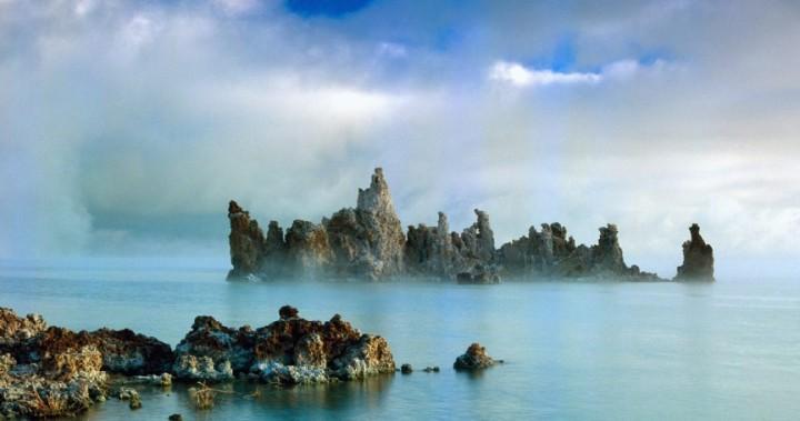 Топ-9 самых опасных озер на земле